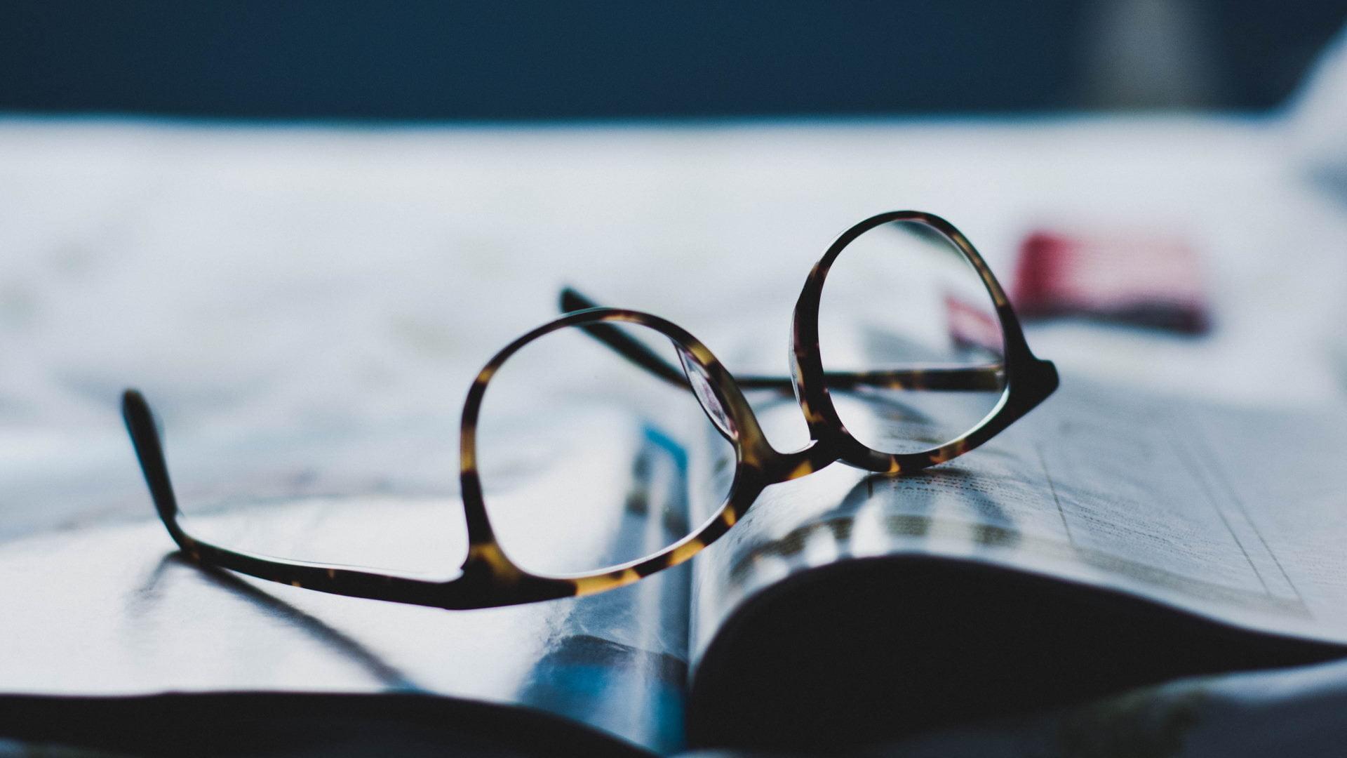 briller magasin blad unsplash